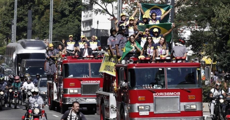 A carreata da seleção brasileira contou com dois carros do corpo de bombeiro