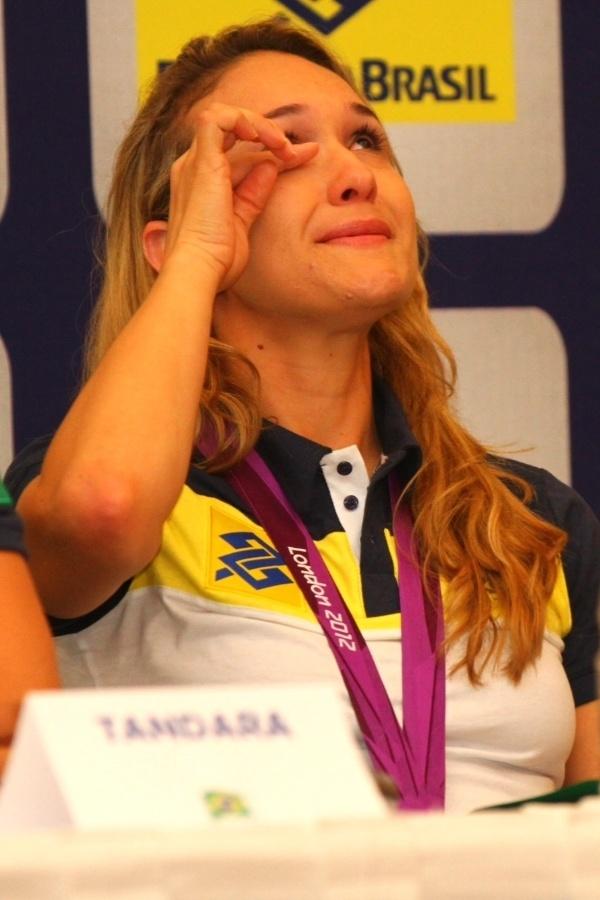 A levantadora Fernandinha também não conseguiu segurar a emoção