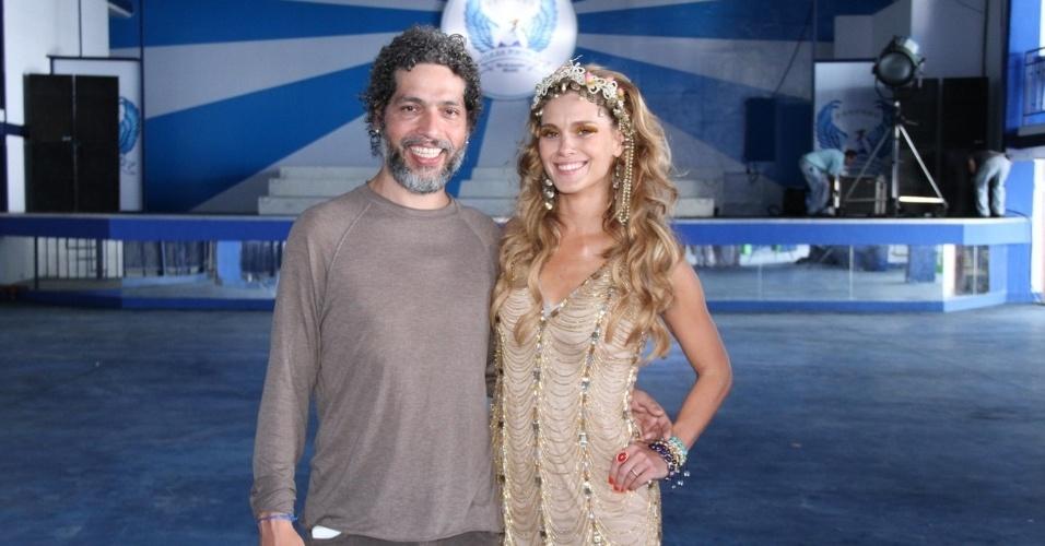 Carolina Dieckmann e Estevão Ciavatta na gravação do clipe