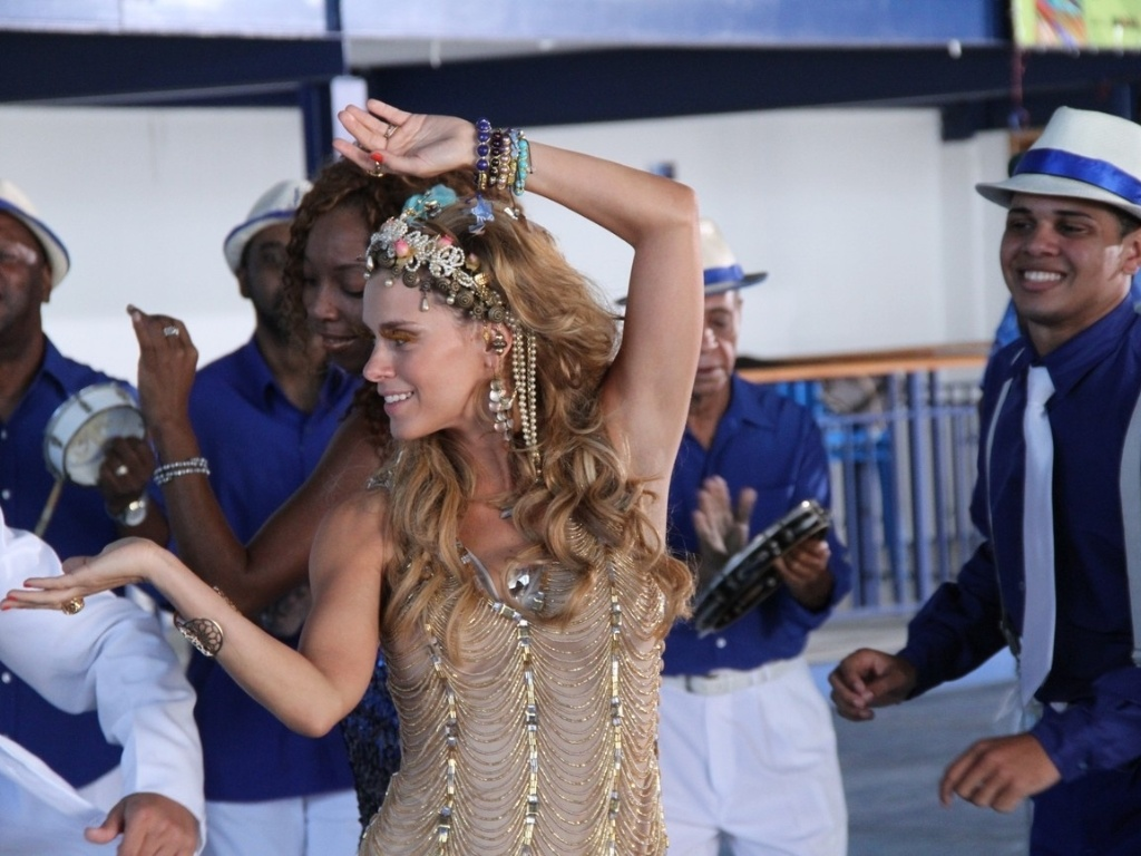 Carolina Dieckmann gravou participação no clipe