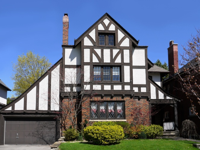 Casa no estilo Tudor, desenvolvido durante a dinastia de mesmo nome que assumiu o poder na Inglaterra no s&#233;culo 15