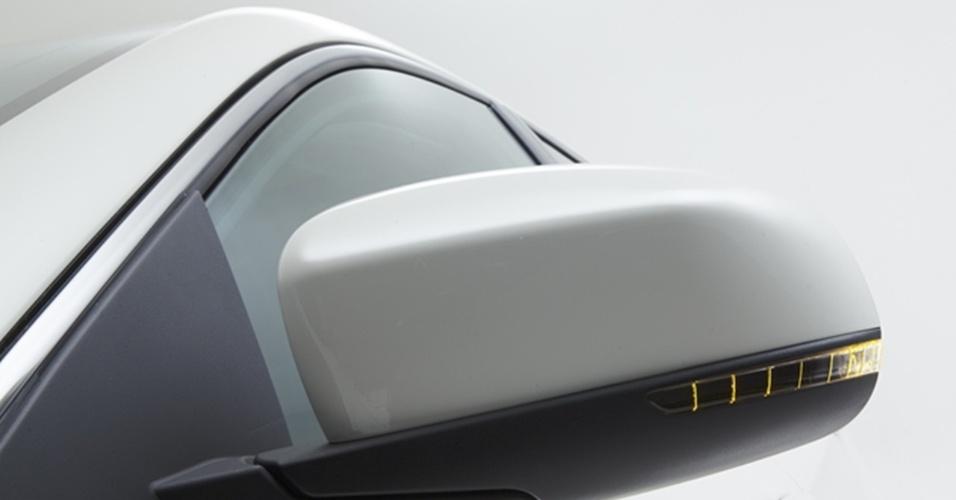 Como já ocorre em alguns modelos nacionais da Fiat, uso de LEDs é difundido e surge no repetidor de seta dos retrovisores