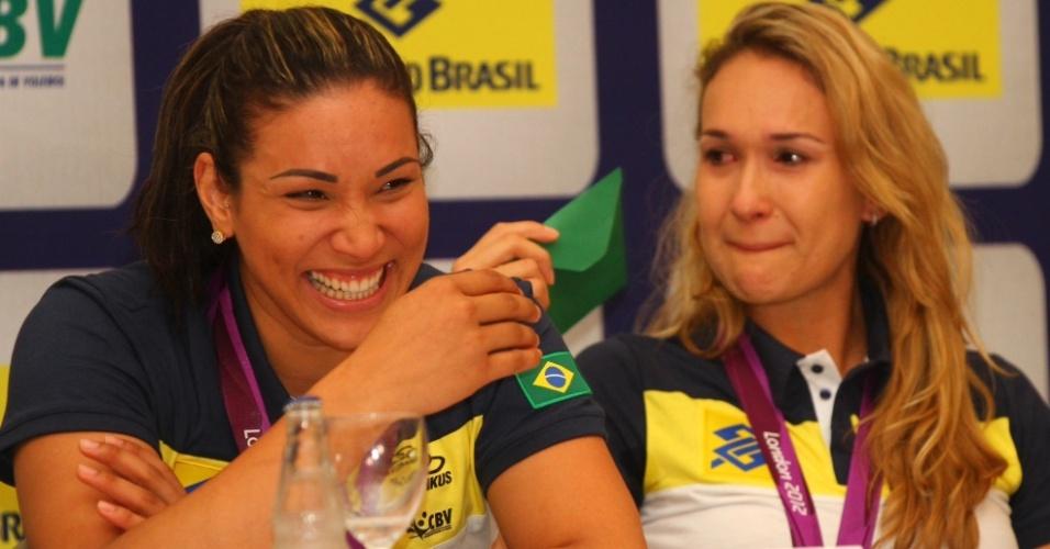 Jogadores do Brasil receberam a imprensa antes de desfile em carro aberto por São Paulo