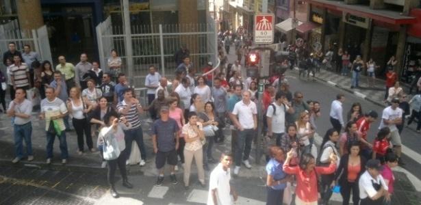 Público acena para as campeãs olímpicas nas ruas de São Paulo