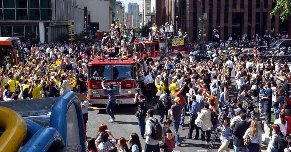 Público tomou a Avenida Paulista para ficar perto das campeãs olímpicas