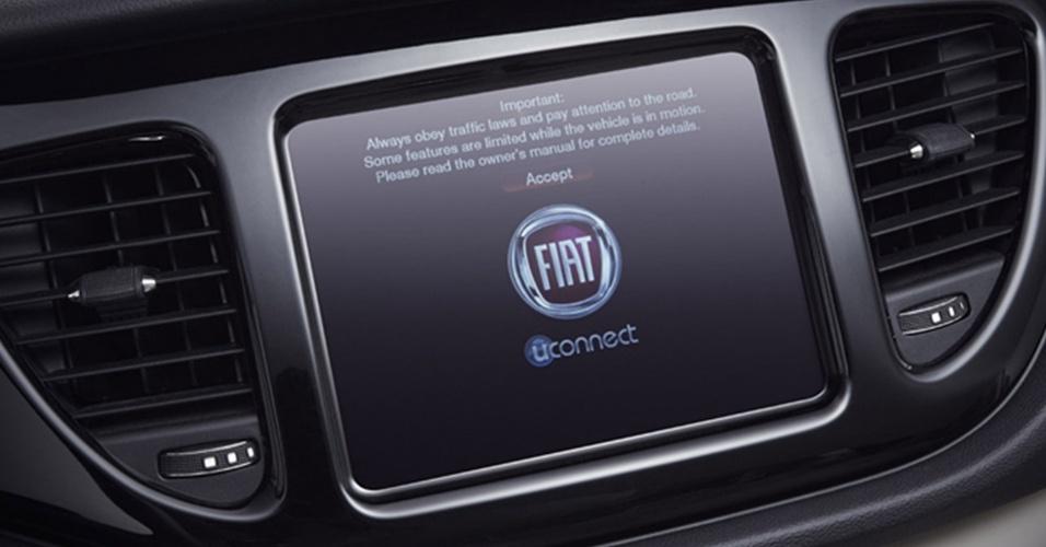 Tela de 8,4 polegadas no centro do painel é opcional e abriga sistema de configuração e entretenimento U-Connect, conhecido dos donos de carros da Chrysler e também do grandalhão Fiat Freemont no Brasil