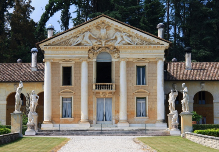 Villa Barbaro (ou Villa di Maser ou Villa Volpi) tem projeto de Andrea Palladio, desenvolvido entre 1554 e 1560. A constru&#231;&#227;o segue o estilo renascentista