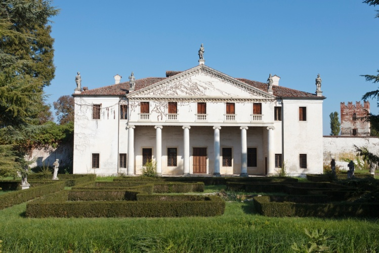 Villa Valmarana Scagnolari Zen (ou apenas Villa Valmarana) &#233; um exemplar de constru&#231;&#227;o renascentista, projetada pelo italiano Andrea Palladio