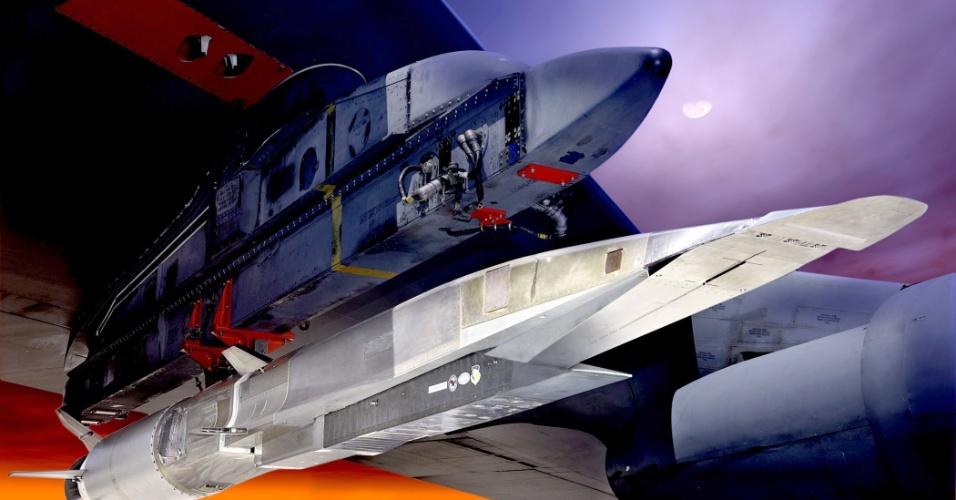 14.ago.2012 - A Força Aérea dos Estados Unidos pretende testar nesta terça-feira uma aeronave experimental não-tripulada projetada para voar a uma velocidade seis vezes superior à do som, ou 5.800 quilômetros por hora. O avião X-51 WaveRider, projetado para que o Pentágono possa executar ataques em poucos minutos, deverá atingir a velocidade Mach 6 depois que for solto por um bombardeiro B-52 na costa da Califórnia