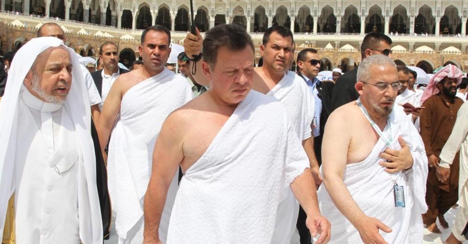 14.ago.2012 - O rei Abdullah (centro), da Jordânia, participa da umra, uma peregrinação menor, que pode ser feita durante qualquer perído do ano, mas é mais comum durante o Ramadã