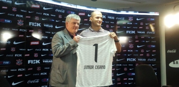 Junior Cigano do Santos, campeo dos pesados do UFC,  apresentado como atleta do Corinthians