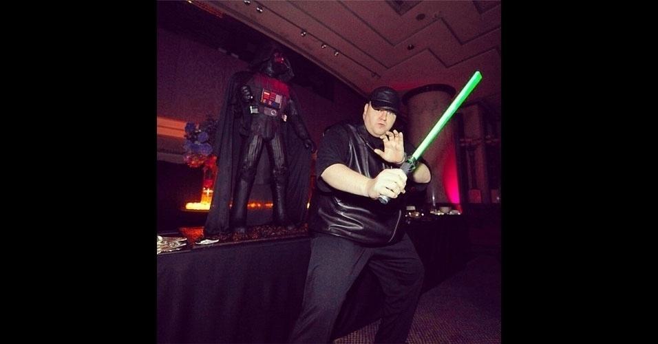 Kim Dotcom Instagram boa para chamada sabre espada