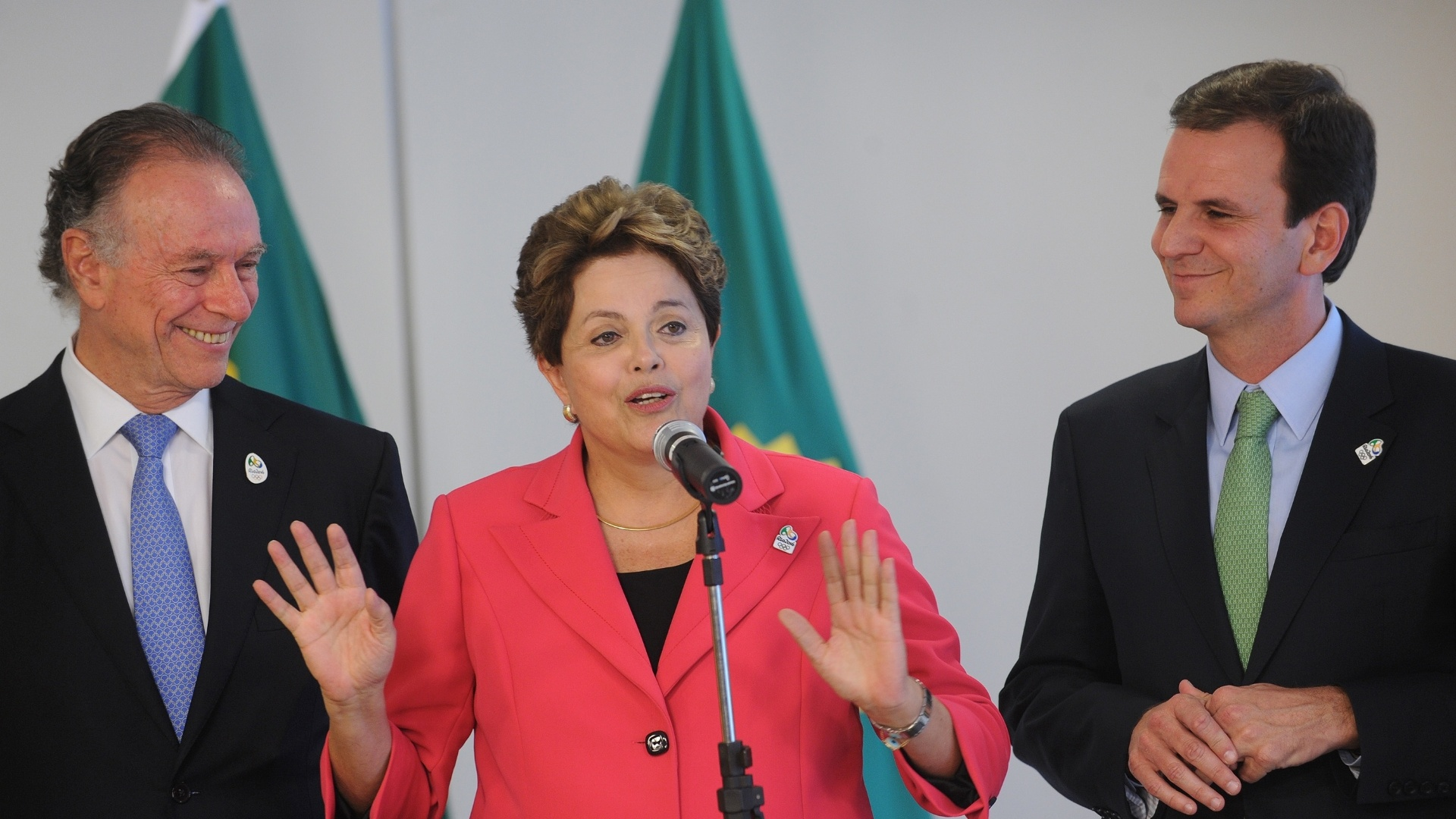Presidente Dilma discursa aps receber bandeira olmpica de Carlos Arthur Nuzman, presidente do COB, e Eduardo Paes, prefeito do Rio de Janeiro
