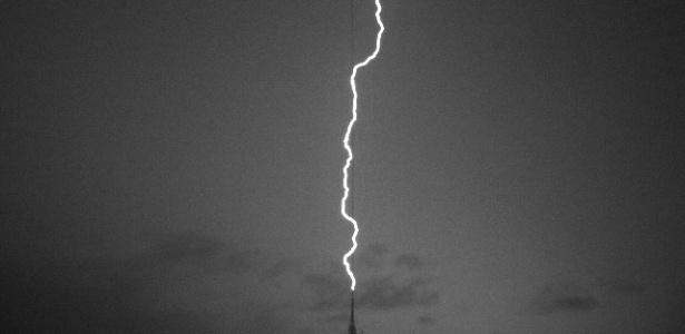 O raio partiu de uma das torres de telecomunicações instaladas no Pico do Jaraguá