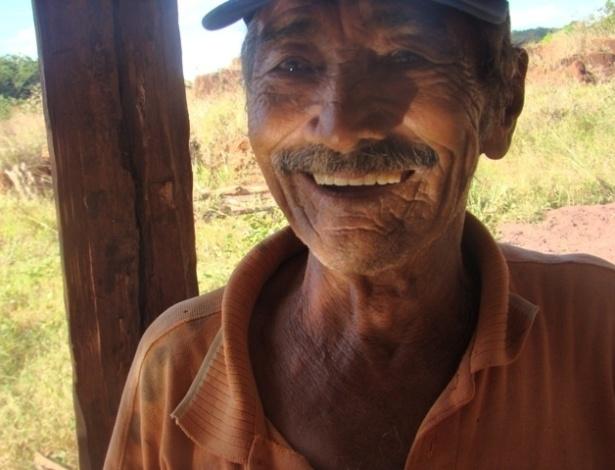 15.ago.2012 - Garimpeiros permanecem tentando encontrar ouro em Serra Pelada, em uma espécie de garimpo de subsistência, que rende muito pouco por mês; na foto, José de Ribamar