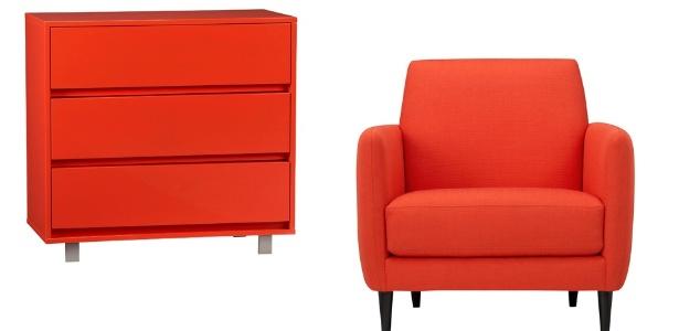 """A cadeira e a cômoda da loja """"gringa"""" CB2 foram fabricadas na """"cor do ano"""" Tangerine Tango da Pantone"""