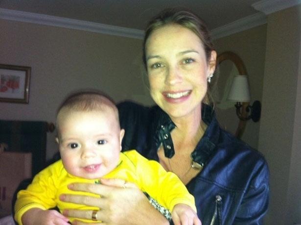 Luana Piovani publica foto do filho sorrindo e afirma que ele está cada dia mais esperto (14/8/12)