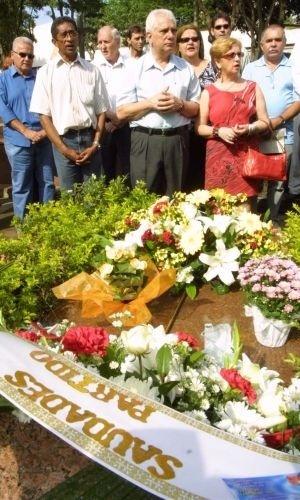 16.ago.2012 - Familiares participam de uma missa em homenagem a Celso Daniel (PT) em 2006; oito homens foram acusados formalmente pelo homicídio