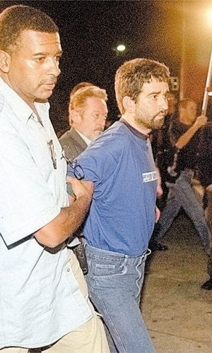 16.ago.2012 - José Edson da Silva, que teria mandado um menor matar Celso Daniel, segundo a polícia, chega ao Deic (Departamento de Investigações sobre Crime Organizado), para prestar depoimento