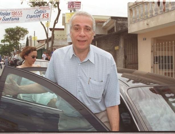16.ago.2012 - O ex-prefeito Celso Daniel (PT), na foto, foi encontrado morto em 20 de janeiro de 2002, em uma estrada de terra em Juquitiba (SP), com marcas de tortura e alvejado por oito tiros