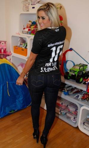 Ariane Steinkopf participou da gravação de um clipe promocional do time de futebol Corinthians, em São Paulo (16/8/12). A promoção levará torcedores para uma viagem ao Japão