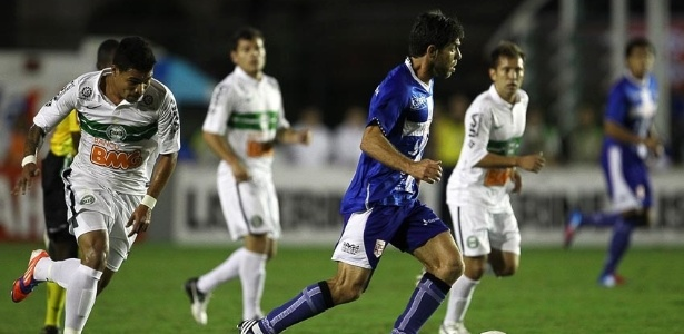 Jogando em casa, o Vasco empatou por 2 a 2 com o Coritiba e desperdiçou a chance de assumir a vice-liderança do Brasileirão