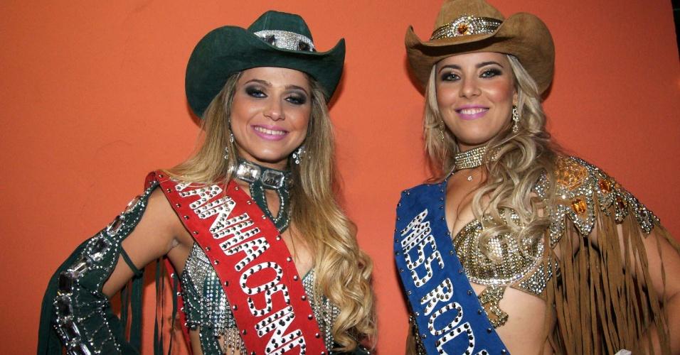 17.ago.2012 - Kamila Oliveira (à esq.), 17 anos e Rainha Os Independentes 2012, e Ingrid Irano, 18 anos e Miss Rodeio 2012, posam para foto na noite de estreia da 57ª Festa do Peão de Barretos (SP), nesta quinta (16)
