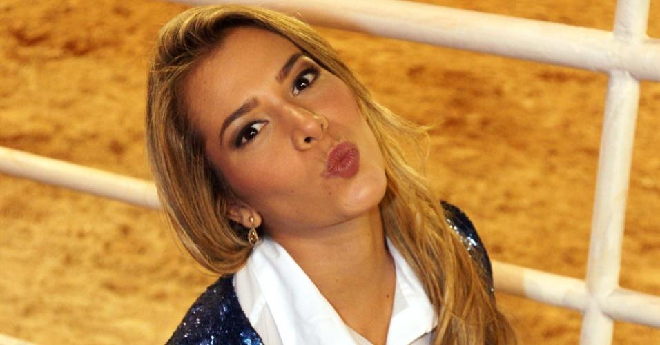 A ex-BBB Adriana Sant'Anna marcou presença na abertura da Festa do Peão de Barretos 2012 (16/8/12)