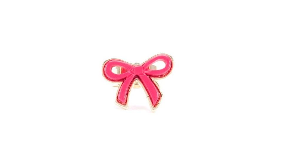 Anel com lacinho rosa; R$ 32,90, na Amo Muito (www.amomuito.com.br). Preço pesquisado em agosto de 2012 e sujeito a alterações