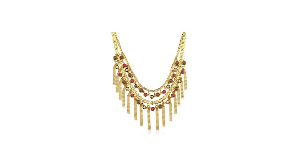 Colar dourado com franjas; R$ 698, na Gabriela Pires (www.gabrielapires.com.br). Preço pesquisado em agosto de 2012 e sujeito a alterações