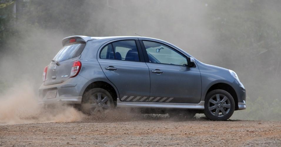 Este opcional adiciona freios ABS, Bluetooth, volante multifuncional, faróis de neblina e bancos exclusivos