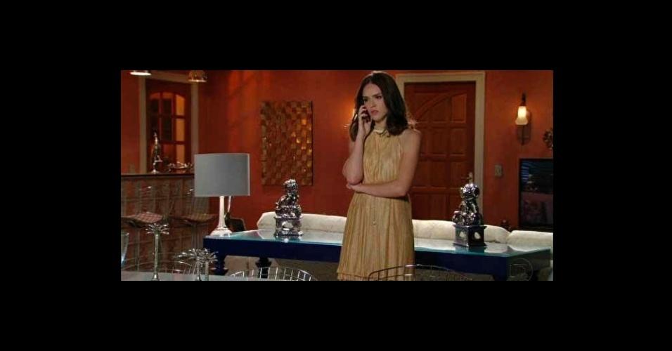 """Em último lugar na lista de figurino, vem o vestido dourado usado pela personagem Cida (Isabelle Drummond) em sua nova fase na novela """"Cheias de Charme"""". O modelo é da marca Lez a Lez"""
