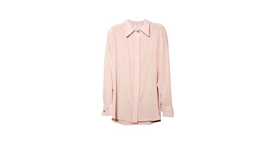 Invista também nas camisas em cores clarinhas, como este modelo da Têca, que custa R$ 422 (www.tecateca.com.br). Preço pesquisado em agosto de 2012 e sujeito a alterações