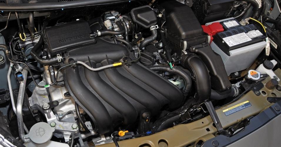 O motor 1.6 do March SR entrega até 111 cv e 15,1 kgfm de torque, com etanol ou gasolina no tanque