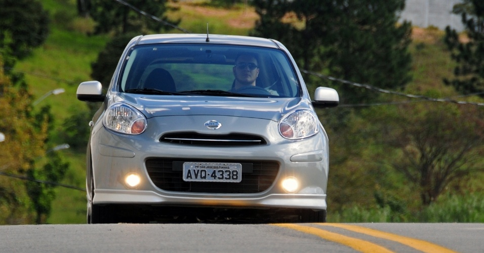 O baixo peso do carrinho, de 982 kg, casa muito bem com o motor 1,6 litro e instiga o motorista a acelerar