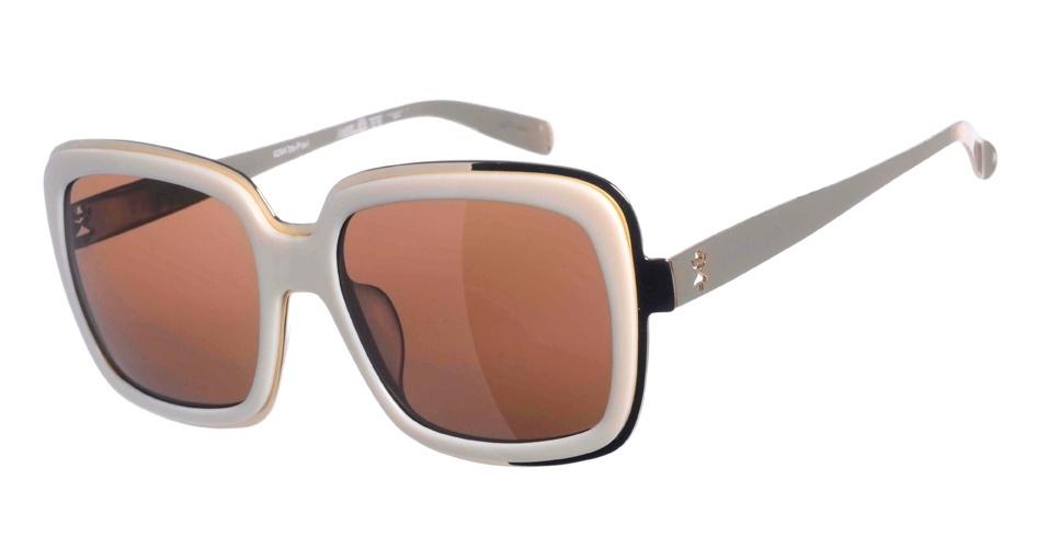 O modelo de óculos usado por Carminha é da Chilli Beans e custa R$ 248 (www.chillibeans.com.br). Preço pesquisado em agosto de 2012 e sujeito a alterações