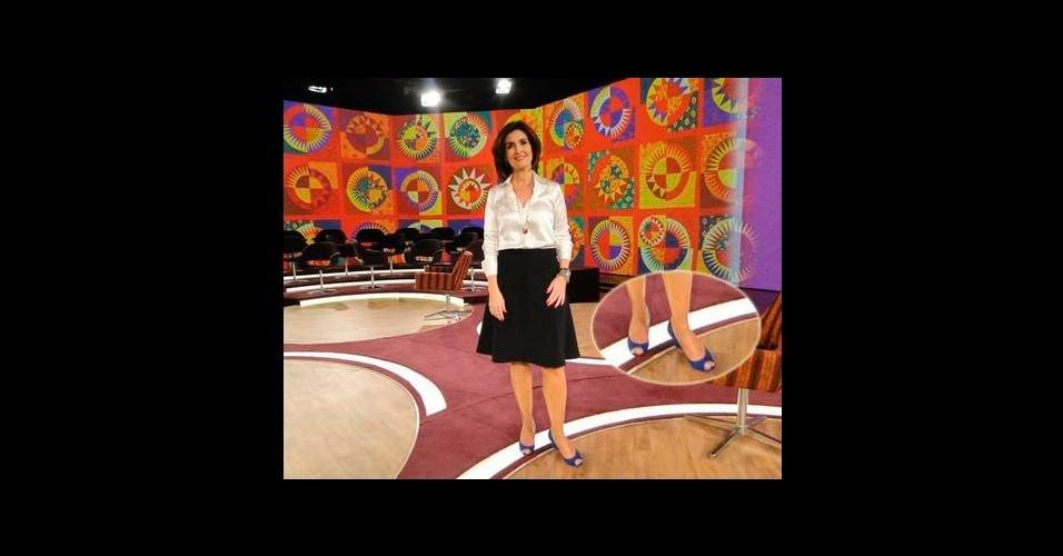O sapato azul peep toe usado pela apresentadora Fátima Bernardes entrou no penúltimo lugar da lista dos figurinos mais pedidos pelos telespectadores e é da marca Constança Basto