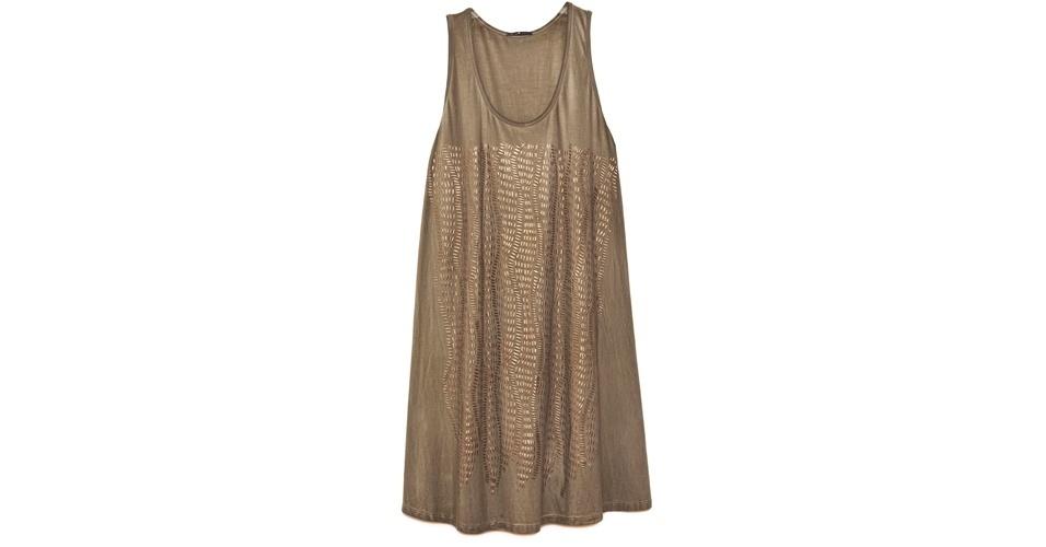 Para se inspirar no estilo da personagem, aposte em um vestido soltinho dourado, como este, que custa R$ 339, na Cantão (www.cantao.com.br). Preço pesquisado em agosto de 2012 e sujeito a alterações