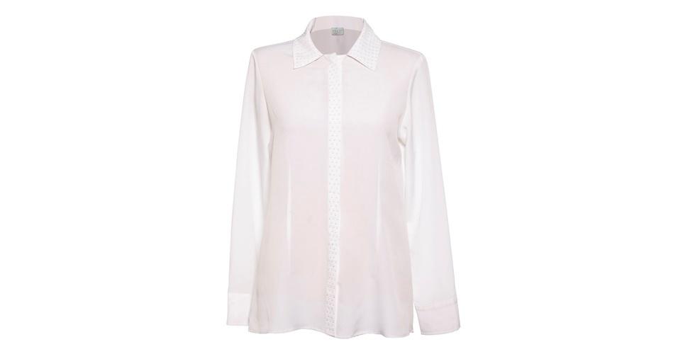 Para copiar o estilo de Fátima Bernardes, invista em uma camisa branca com tecido fluído de boa qualidade. Camisa branca com aplicações na gola e vista; R$ 298,80, na Folic (www.folic.com.br). Preço pesquisado em agosto de 2012 e sujeito a alterações