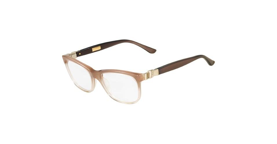 Para ficar ainda mais parecida com a personagem intelectual, aposte em outra grife italiana. O óculos da Salvatore Ferragamo custa R$ 869, na Marchon (SAC: 0800-707-1516). Preço pesquisado em agosto de 2012 e sujeito a alterações