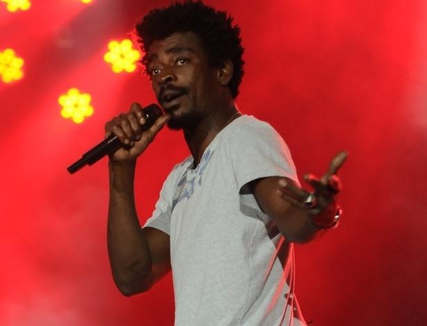 Seu Jorge participou do show de abertura da Festa do Peão de Barretos 2012 (16/8/12)