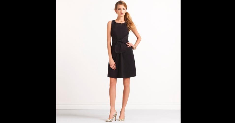 Vestido preto com laço na cintura; R$ 1.038, na Kate Spade (Tel.: 11 3081-5721). Preço pesquisado em agosto de 2012 e sujeito a alterações