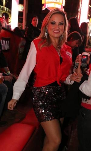 A modelo Ellen Rocche assiste ao show da dupla João Bosco e Vinícius no segundo dia da 57ª edição da Festa do Peão de Barretos (SP) (17/8/2012)