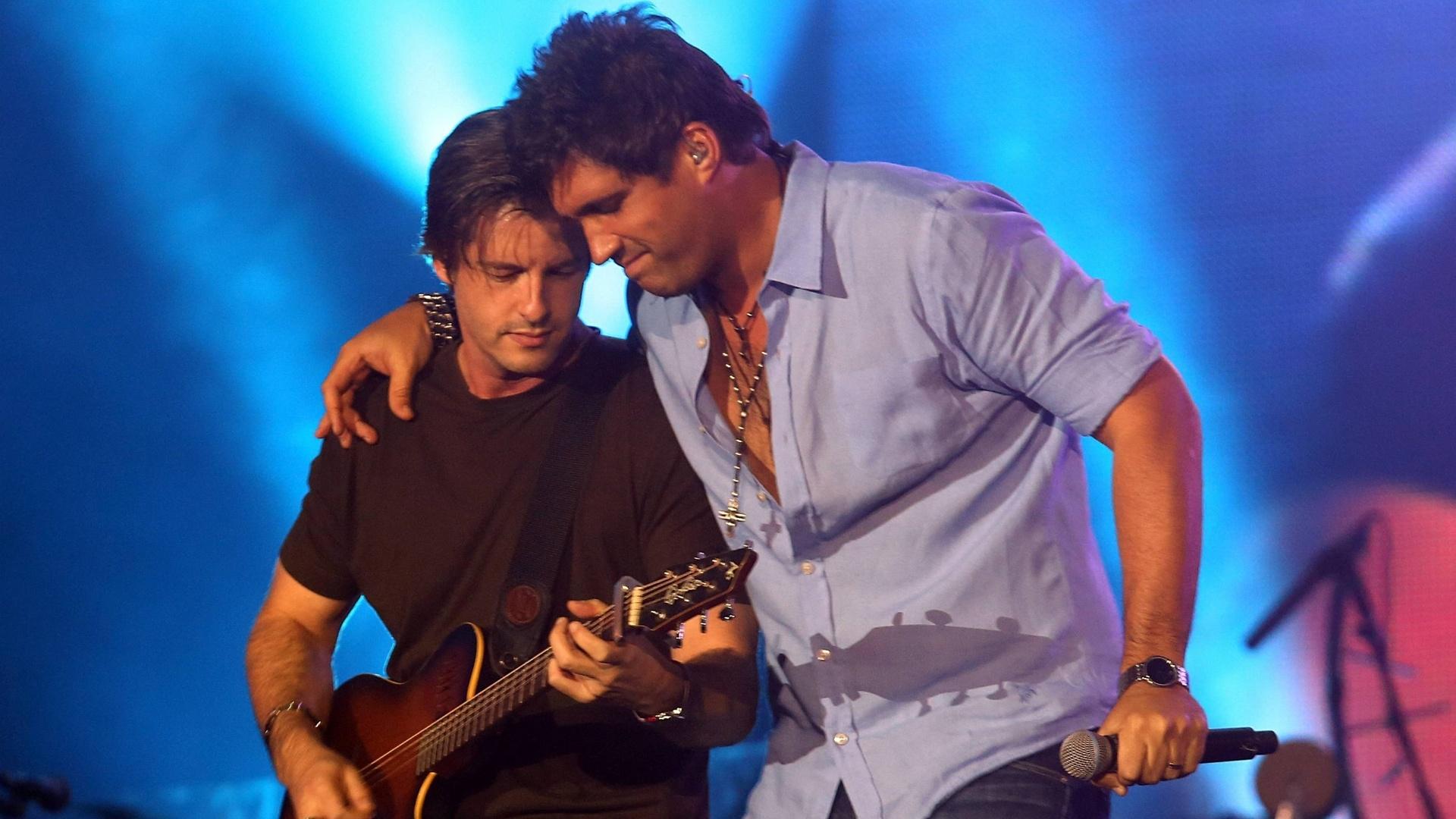 Dupla Victor e Leo se apresenta no segundo dia da 57ª edição da Festa do Peão de Barretos (SP) (17/8/2012)