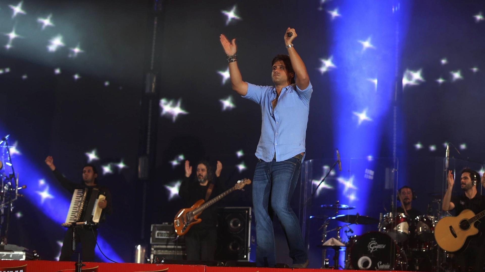 Leo, da dupla Victor e Leo, durante show no segundo dia da 57ª edição da Festa do Peão de Barretos (SP) (17/8/2012)