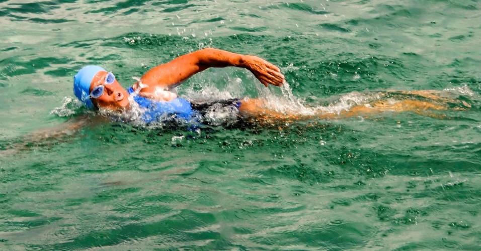 19.ago.2012 - A nadadora Diana Nyad inicia travessia de Havana (Cuba) rumo à Flórida (EUA). Nyad, que completa 63 anos no dia 22 deste mês, tenta pela quarta vez completar o trajeto, sem gaiola de proteção contra tubarões