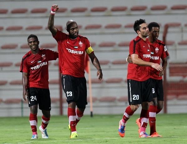 Grafite comemora um de seus três gols marcados na vitória do Al Ahli por 4 a 1 sobre o Al Shabab