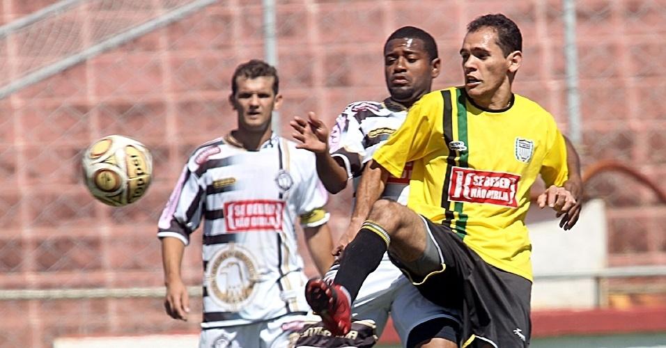 No campo do Regina, Cantareira (branco) e Ouro Preto (amarelo) jogaram pela 3ª rodada da Etapa 5