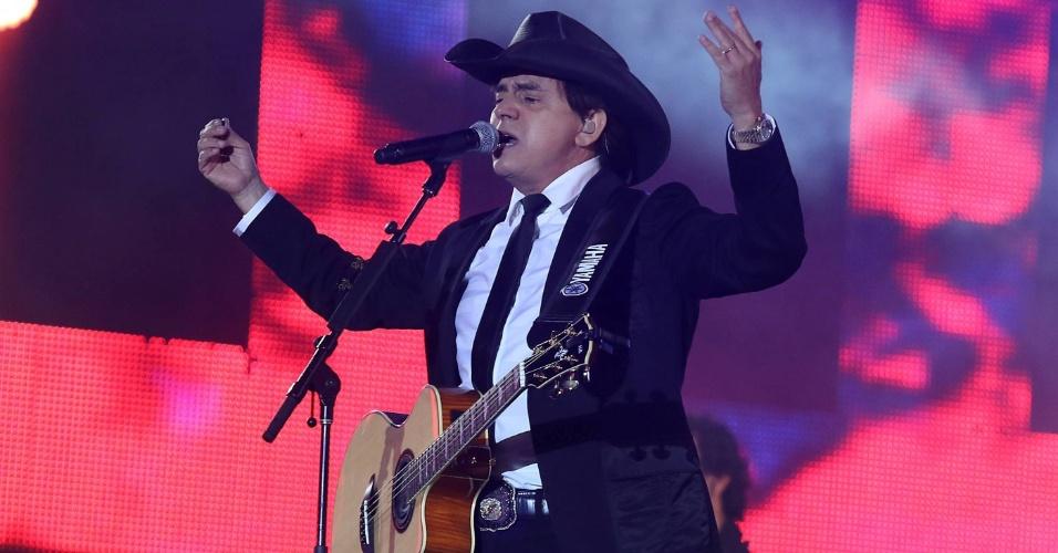 O cantor Chitãozinho durante show da dupla Chitãozinho e Xororó no terceiro dia da 57ª edição da Festa do Peão de Barretos, no interior paulista (18/8/2012)