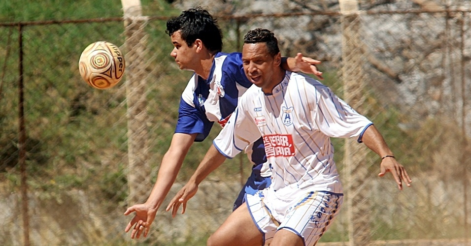 Terceiro jogo do dia no campo do Regina, Sol Nascente (branco) X Vl Yolanda (azul)